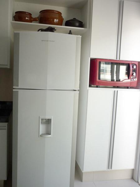 cozinha planejada geladeira microondas